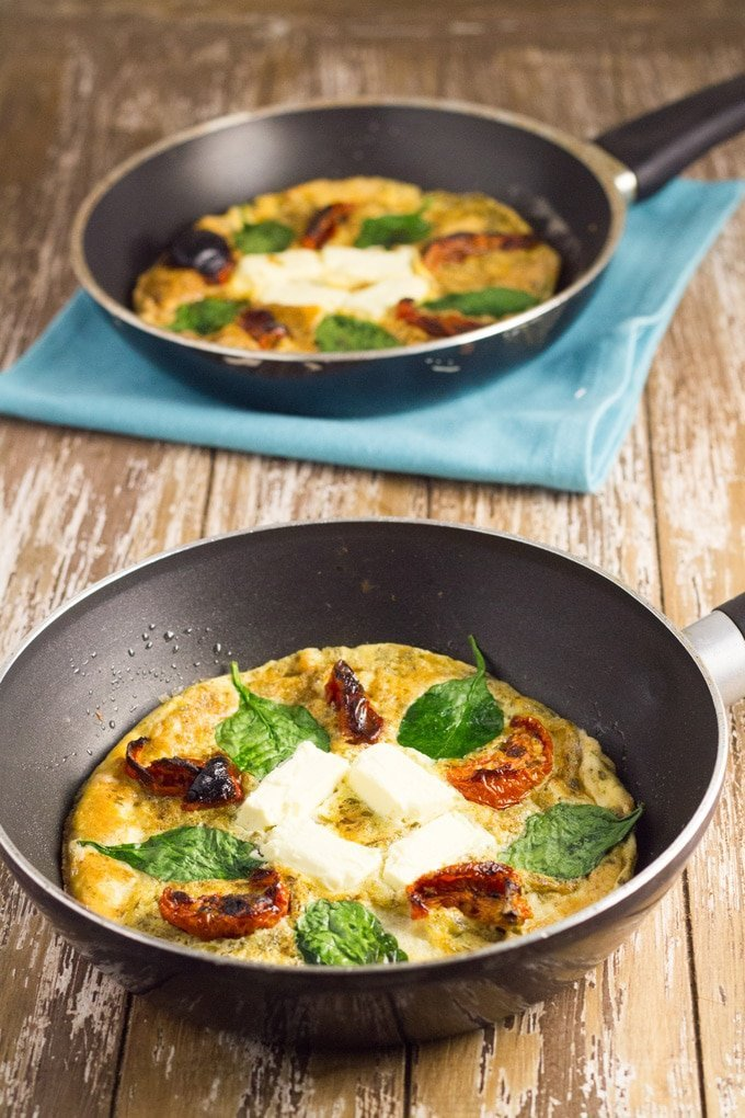This Frittata is super easy to make and you can change it up by adding different toppings. Perfect for breakfast, lunch or a quick dinner | becomingness.com.au #frittata #glutenfree #lchf