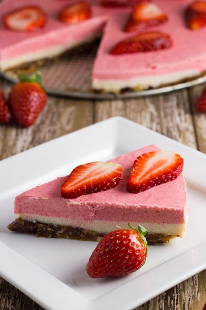 This Raw Strawberry, Lemon & Macadamia Cheesecake tastes amazing, will really wow your guests and best of all is suitable for paleo, vegan, primal, clean eating, gluten free, dairy free & egg free diets #rawdessert #cheesecake #glutenfree #dairyfree