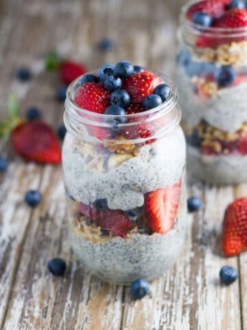 10 Best Healthy Breakfast Recipes | Chia Berry Parfait. This simple to make breakfast (or snack!) looks and tastes amazing, making it a great breakfast to serves to guests (or just for you!) It is also gluten free, dairy free.