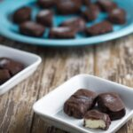 These Raw After Dinner Mints are great for those of us who love the flavour combination of peppermint and chocolate, either as the finishing touch to a meal, or as a stand-alone treat. Or sometimes both!