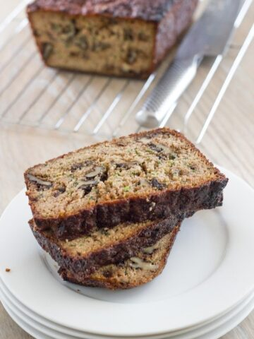 Zucchini & walnut loaf. A healthy and seriously yummy loaf that isalso gluten, dairy and refined sugar free.