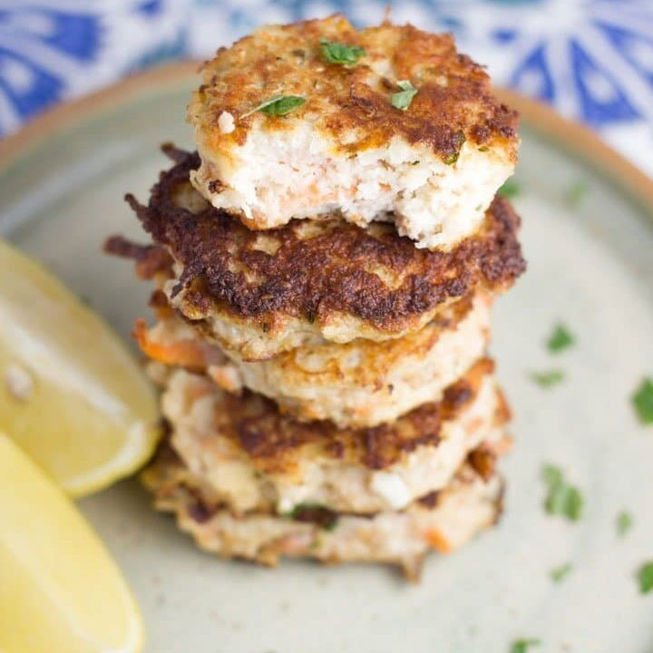 My love of fritters continue with these cauliflower fritters. They are gluten and dairy free and suitable for Paleo. They also can be be adapted slightly to make them vegan friendly.