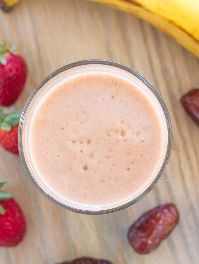 Banana, Date and Strawberry Smoothie