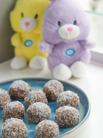 My Easter Bliss Balls are my interpretation of a hot cross bun made into a bliss ball.
