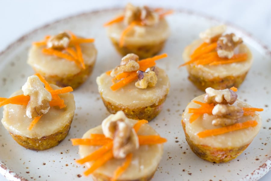 Raw mini carrot cake bites are the perfect mini dessert recipes to serve your guests. They are topped with an amazing macadamia frosting. So good!