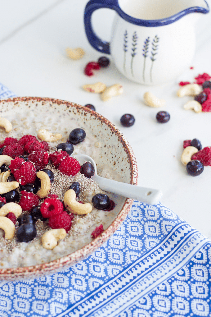how the berry buckwheat porridge looks when ready to eat