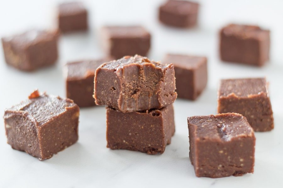 This easy peppermint chocolate fudge is made with only 5 ingredients and takes 5 minutes to make and 1 hour to set. It is infused with amazing peppermint essential oil and is gluten & dairy free.