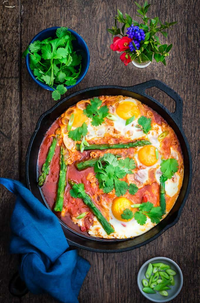 Asparagus Shakshuka - 19 of the best low carb keto breakfast recipes for every occasion. Whether you are in a hurry or it's the weekend, you will find recipes to suit every occasion.