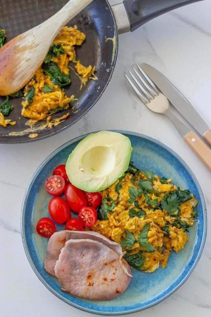 These turmeric scrambled eggs with spinach are simple, healthy and will make a yummy addition to your breakfast bowl or are great on their own.