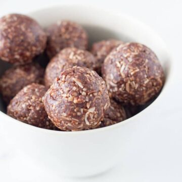 Made with only 5 simple ingredients, these coconut rough bliss balls are going to become your new go-to bliss ball. They also make a perfect addition to your child's lunchbox!