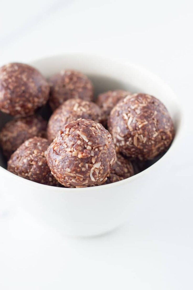 Made with only 5 simple ingredients, these coconut rough bliss balls are going to become your new go-to bliss ball. They also make a perfect addition to your child's lunchbox! #coconutrough #blissballs #glutenfree #snacks | becomingness.com