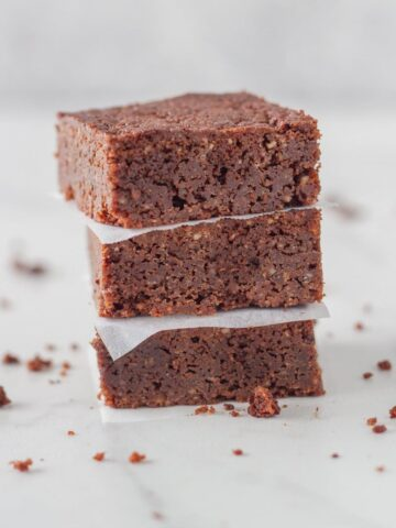 Gluten Free Fudge Brownies - these easy to make and totally delicious gluten free brownies are made using almond meal and a handful of simple ingredients that you can purchase at any store.