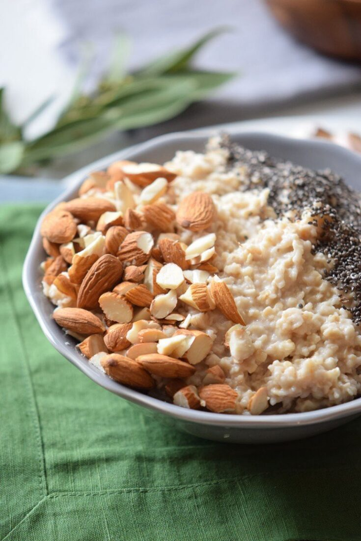 Healthy Breakfast Recipe with Almond and Chia Oatmeal