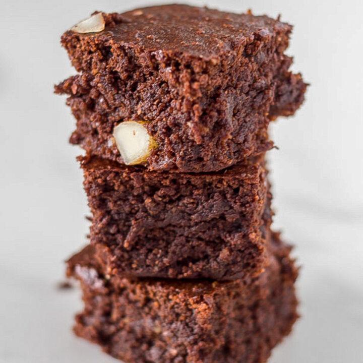 how the Chocolate Macadamia Fudge Brownies look when ready to eat
